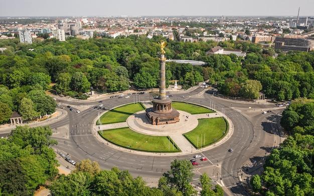 Вид с воздуха на колонну победы в берлине