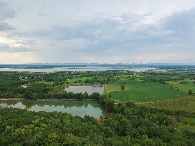 タイの村の風景の航空写真。