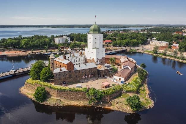 ヴィボルグ城の航空写真。島にある中世のスウェーデンの要塞