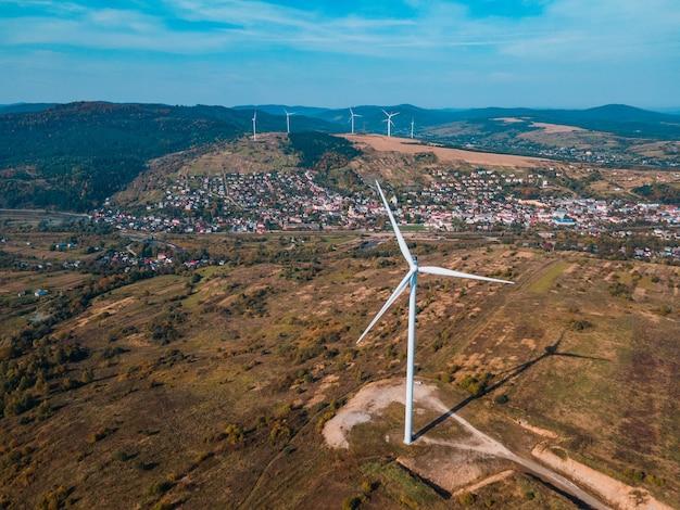 Аэрофотоснимок ветряной электростанции зеленой энергии