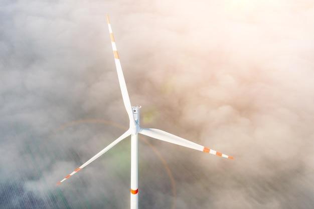 안개, 환경, 재생 에너지, 발전, 여름 풍경, 무인 항공기에서 풍력 터빈의 항공 보기