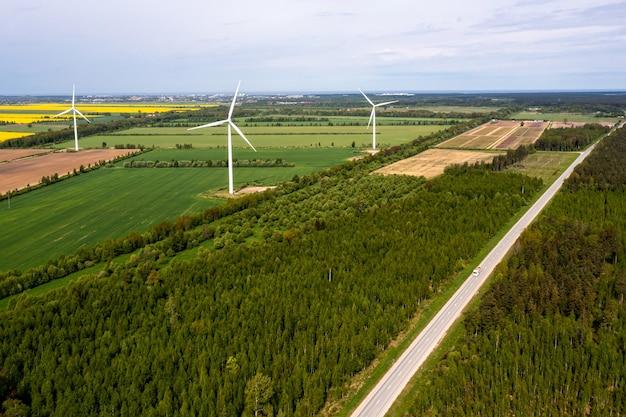 풍력 터빈 농장의 조감도, 지속 가능하고 깨끗한 전력, 재생 에너지의 미래