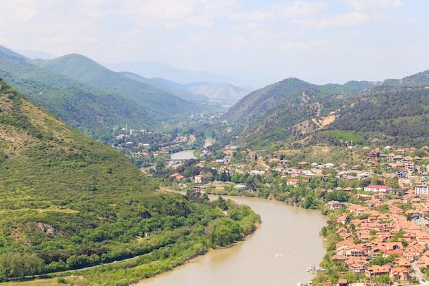 조지아의 구시가 므츠헤타의 공중 전망