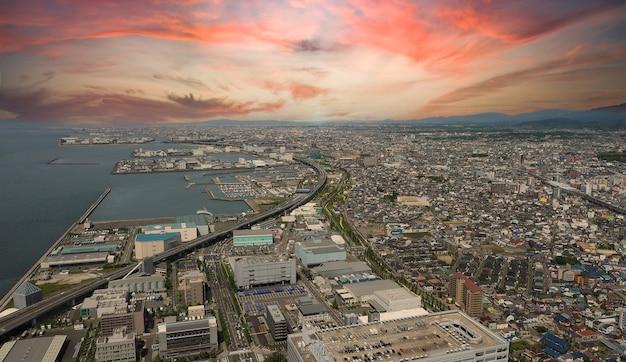 関西ベイエリアの空中写真または鳥瞰図画像大阪日本には大きなプレミアムアウトレットが含まれています