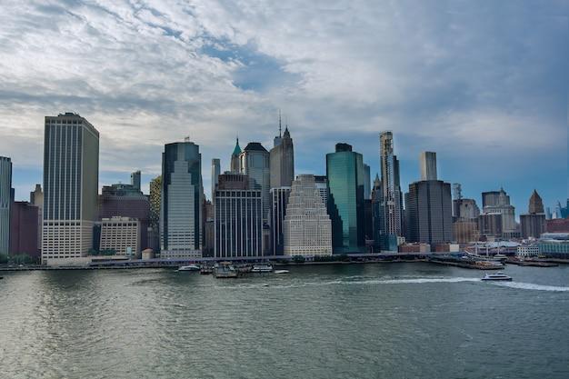 뉴욕시 허드슨 강 건너 맨하탄 스카이 라인의 공중보기
