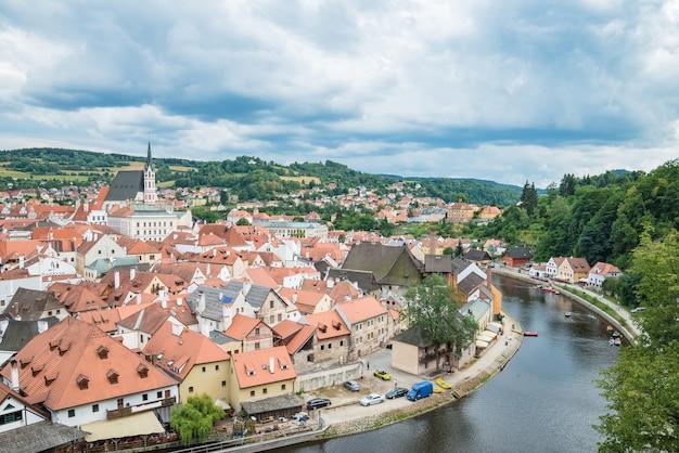 チェコ共和国チェスキー クルムロフの旧市街の空撮