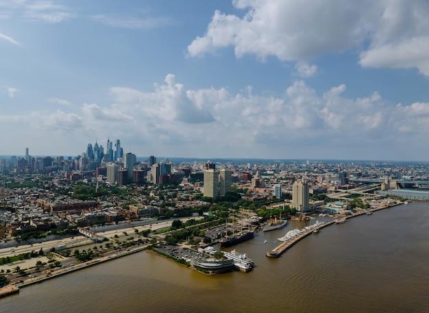 フィラデルフィアのダウンタウンのスカイラインとpa usaの航空写真