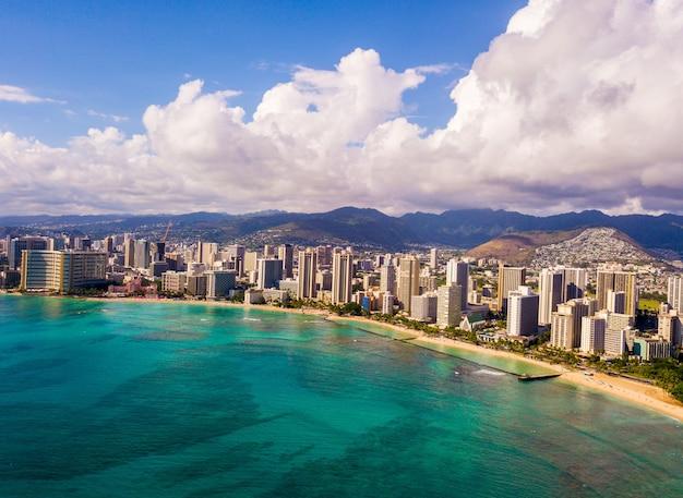 Vista aerea della riva di waikiki a honolulu, usa Foto Gratuite