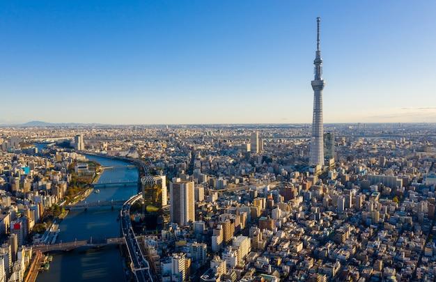 Вид с воздуха восход токио сити горизонт, япония.