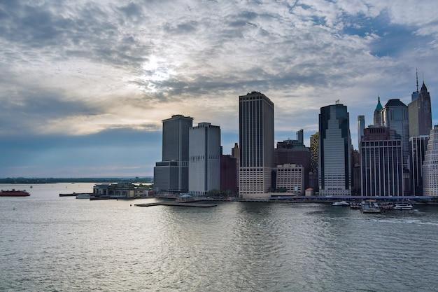 맨해튼 시내 마천루에서 nyc의 아름다운 미국 높이를 따라 항공 보기