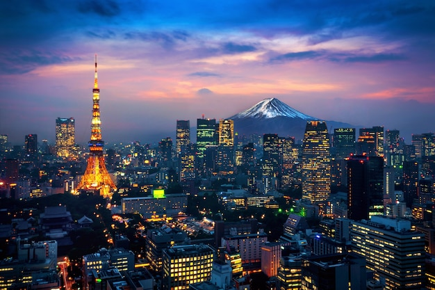 Vista aerea del paesaggio urbano di tokyo con il monte fuji in giappone.