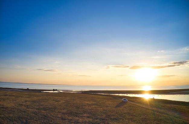 砂浜の空撮波美しいビーチの海の波空撮ドローンショット