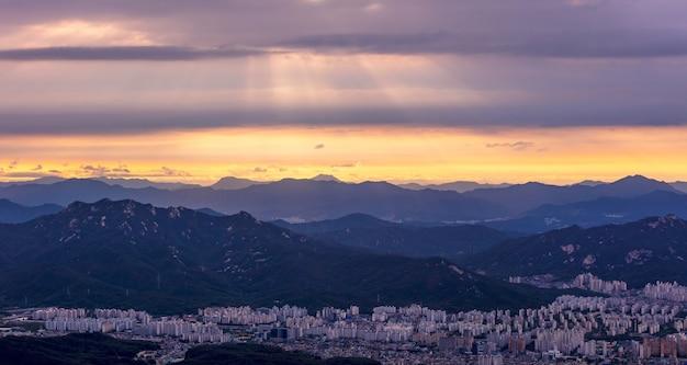 서울의 공중보기 일출 한국