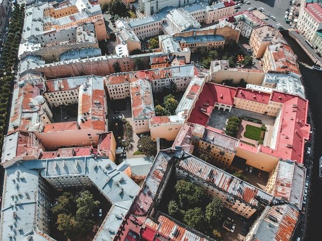 Aerialphoto центр города, старые дома, дворы, сады. санкт-петербург, россия. флэтли