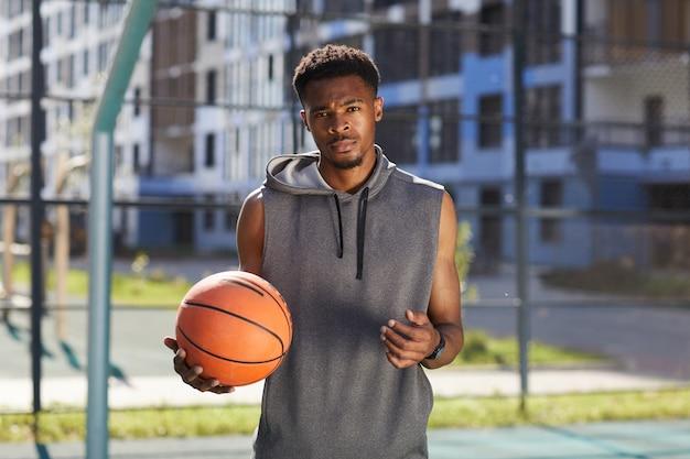 アフリカ系アメリカ人のバスケットボール選手