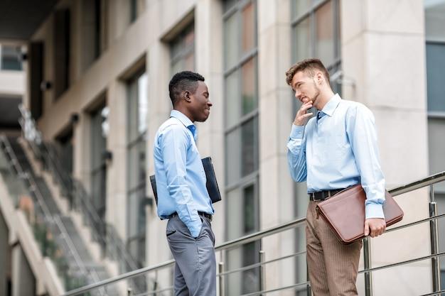 아프리카 계 미국인 사업가 및 도시에 대해 백인 사업가