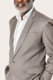 회색 양복 스튜디오 초상화에 아프리카 계 미국인 사업가