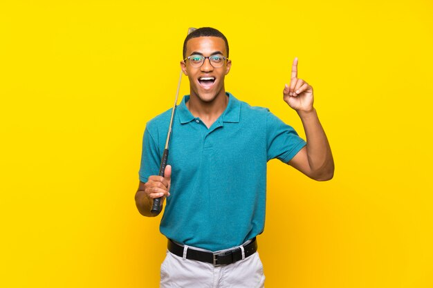 African american golfer player man intending to realizes the solution while lifting a finger up