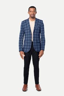 Uomo afroamericano che indossa un blazer di flanella