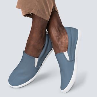 로퍼 신발을 착용하는 아프리카 계 미국인 남자