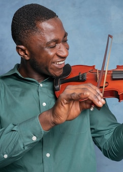 国際ジャズデーを祝うアフリカ系アメリカ人のミュージシャン