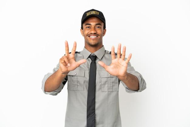 Афро-американская охрана на изолированном белом фоне, считая восемь пальцами