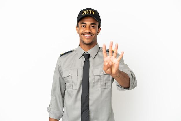 Афро-американская охрана на изолированном белом фоне счастлива и считает четыре пальцами