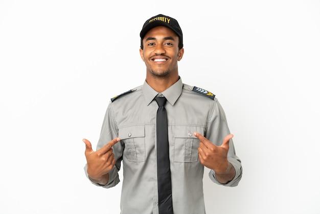 Афро-американская охрана на изолированном белом фоне гордая и самодовольная