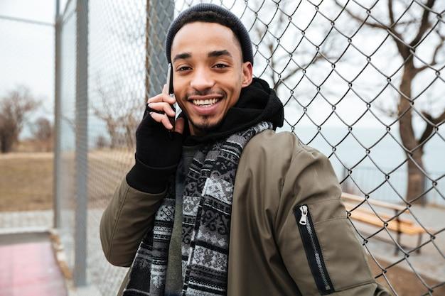 アフリカ系アメリカ人の若い男