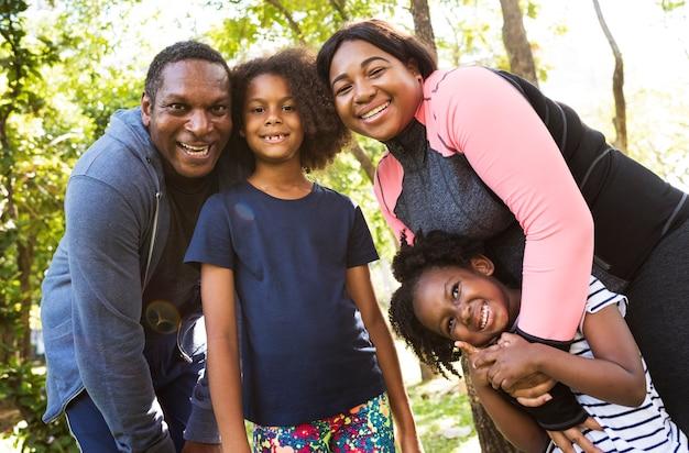 一緒に素晴らしいアフリカの家族を持つ家族