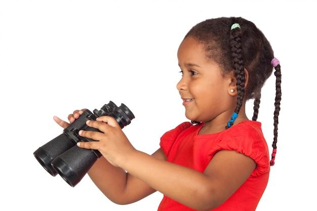 Африканская девочка с биноклем