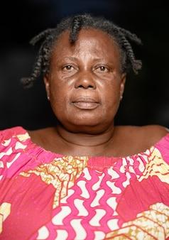 아프리카 고위 여자 초상화