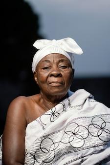 アフリカの年配の女性の肖像画