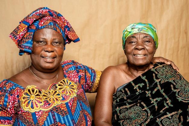 アフリカの年配の女性