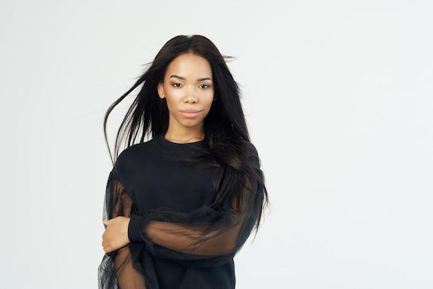 アフリカの女性の長い黒髪の化粧品のファッション