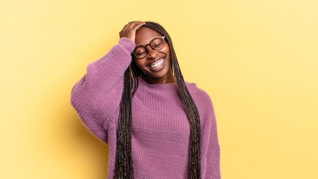 아프리카 흑인 예쁜 여자 웃으면서 '오! 내가 잊었거나 그것은 어리석은 실수였다