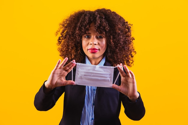 Afro business woman with mask. concept of attention against covid 19