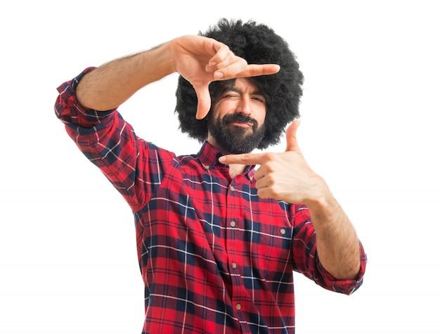 Человек-афро с пальцами