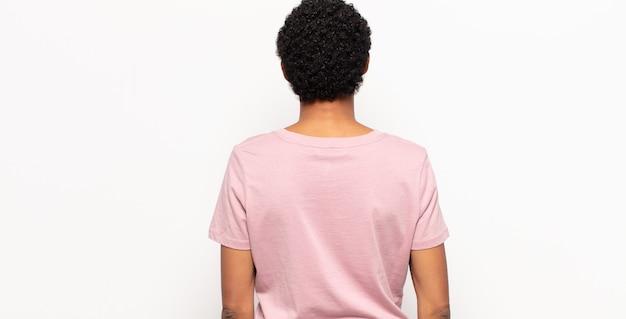 화이트에 다시보기에서 아프리카 젊은 흑인 여성