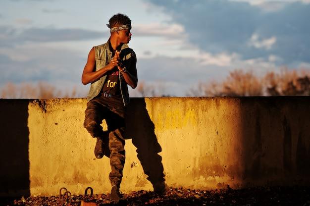 黒人afroamerican男ギャングスタラップ歌手