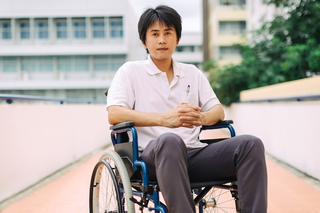 After car accident and rehabilitation, a businessman can return to work again