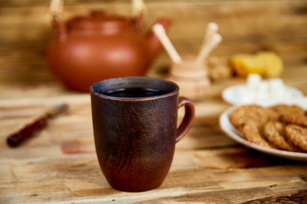 アフタヌーンティー、ティーセレモニー、ティーポットハニークッキー入り紅茶