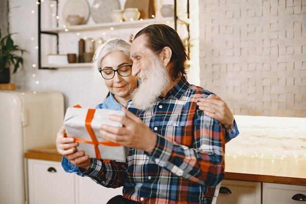 나이와 사람들 개념
