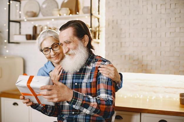 Concetto di età e persone