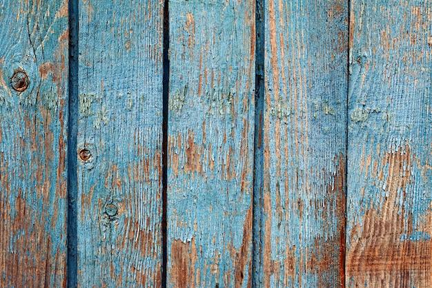 高齢者の木製の青い背景。テキストのためのスペース