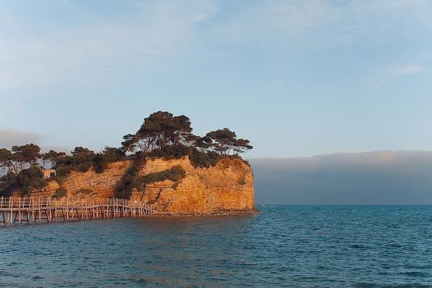 자킨 토스 섬, 그리스의 아기 오스 소스 티스