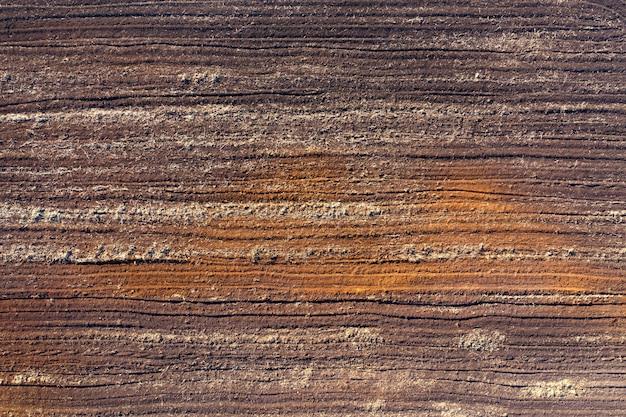 低収量の粘土または砂質土壌のある農地、空中写真。