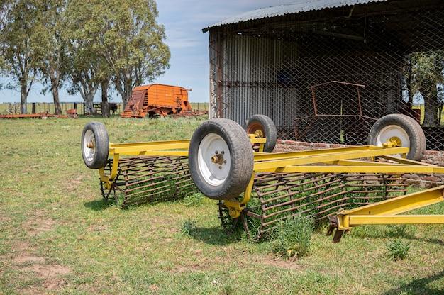 現場に捨てられた農業機械