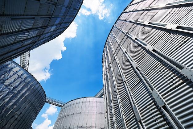 農業サイロ。建物の外観。