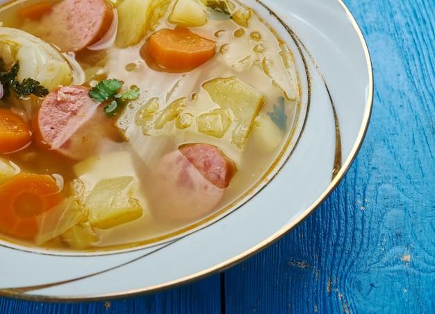 Немецкий капустный суп ahrensburger kohlsuppe, крупный план